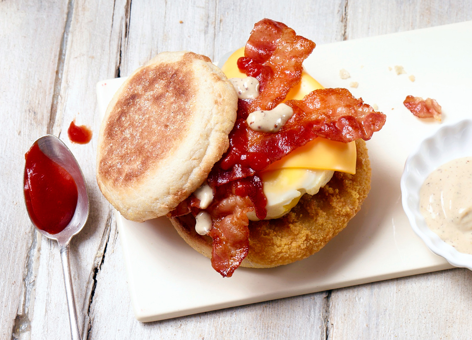 mcdonalds-mc-muffin-chicken-bacon--foodstyling-gruenewald